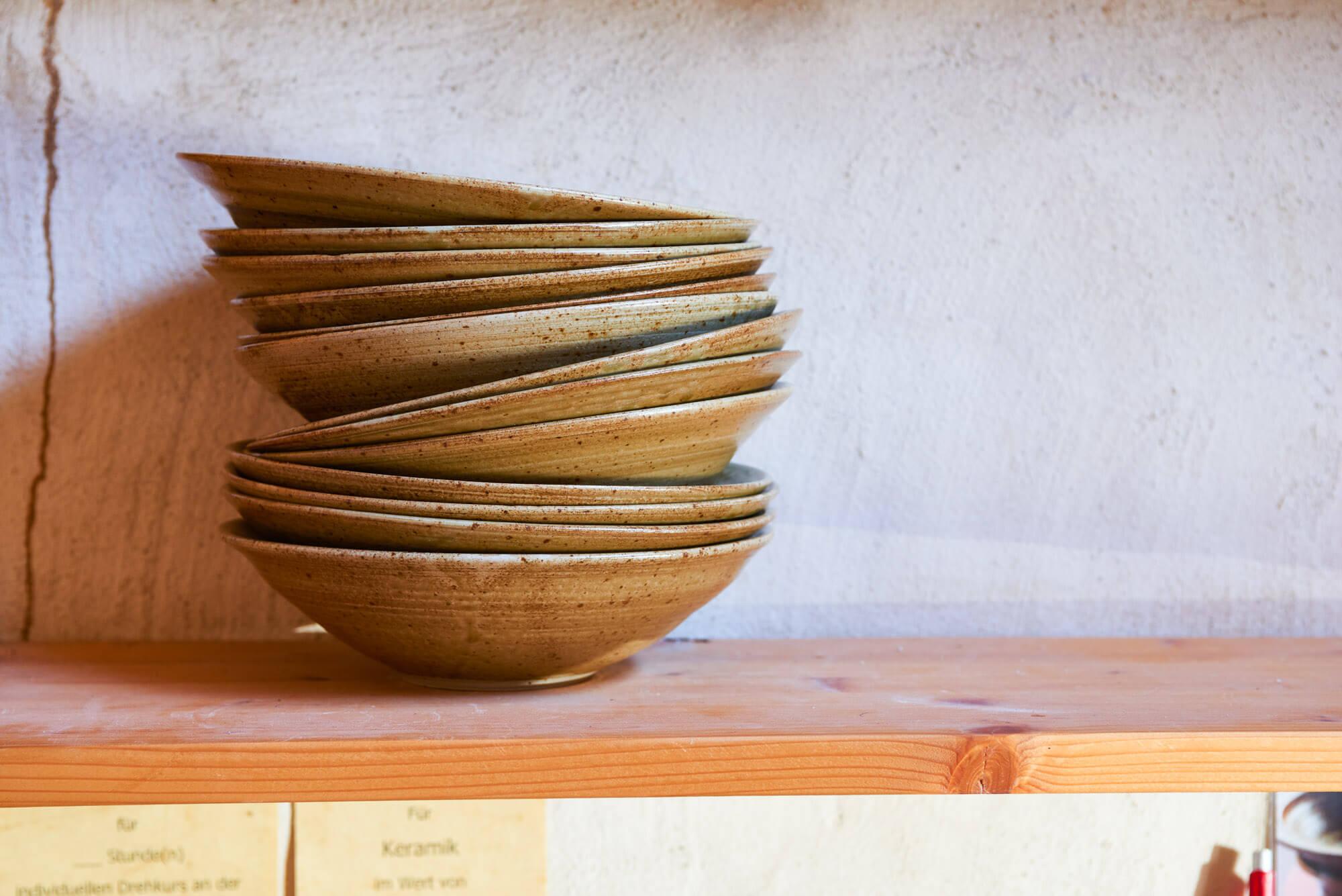 Katarina Petersilge Ton in Ton Keramik Töpferei Schalen getöpfert