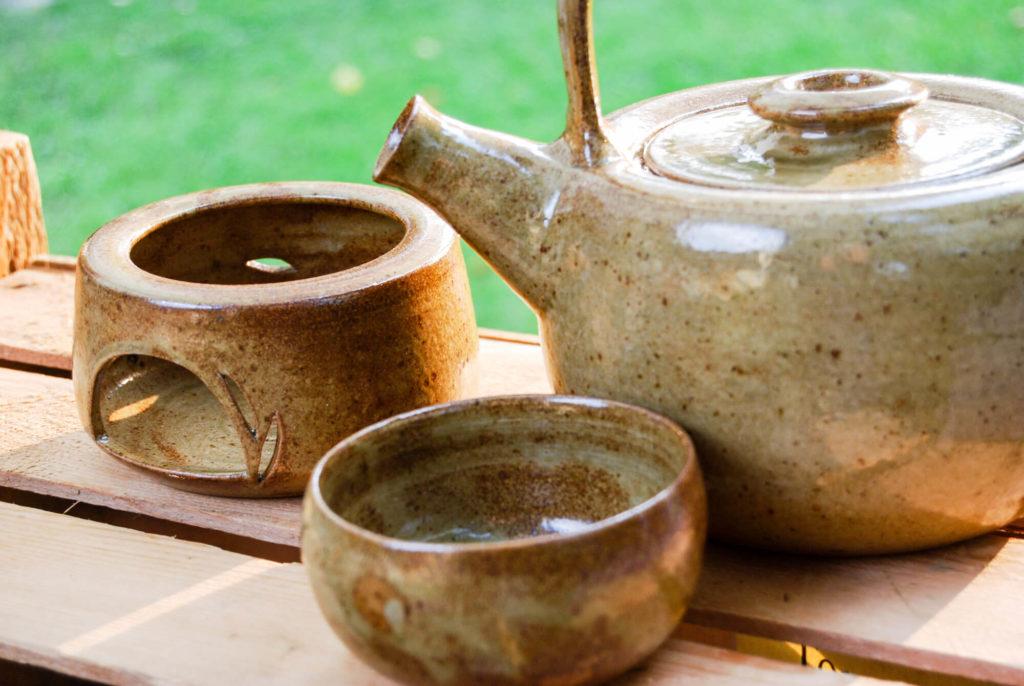 Katarina Petersilge Ton in Ton Keramik handgemacht faire Keramik Teekanne Stövchen Teeschale