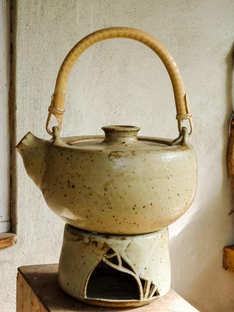 Katarina Petersilge Ton in Ton Keramik handgemacht faire Keramik Teekannen
