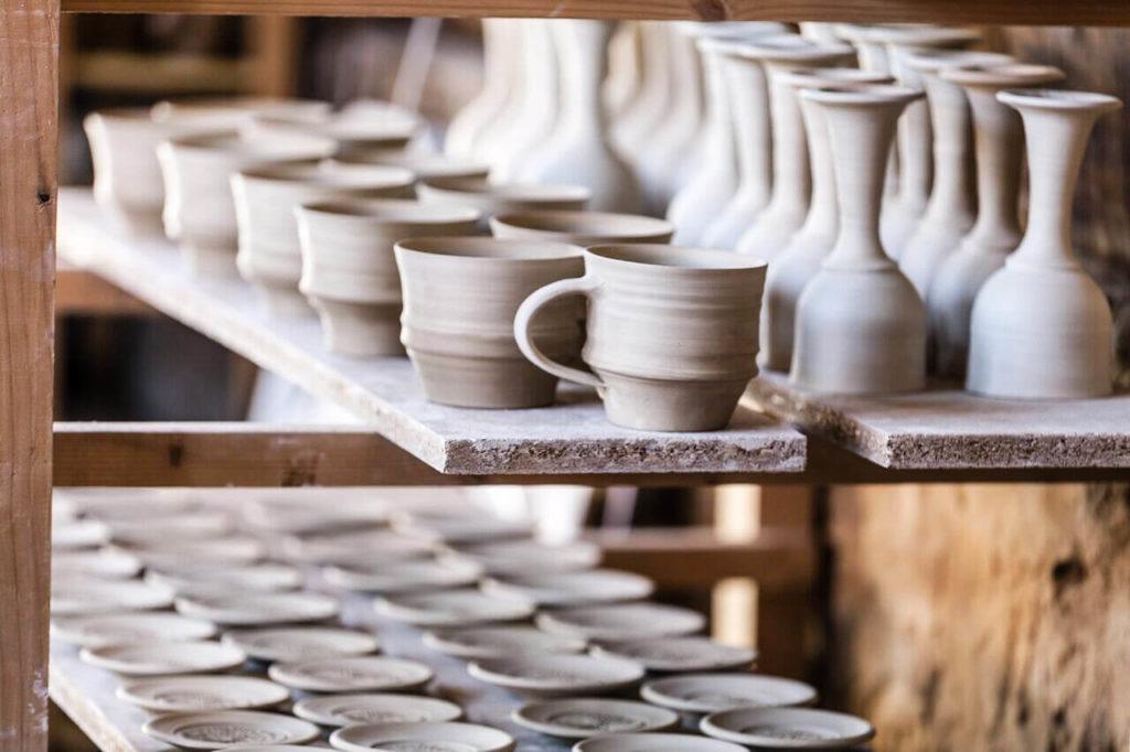 Ton in Ton Keramik Katarina Petersilge Immenhausen Töpferei Rohlinge in der Werkstatt
