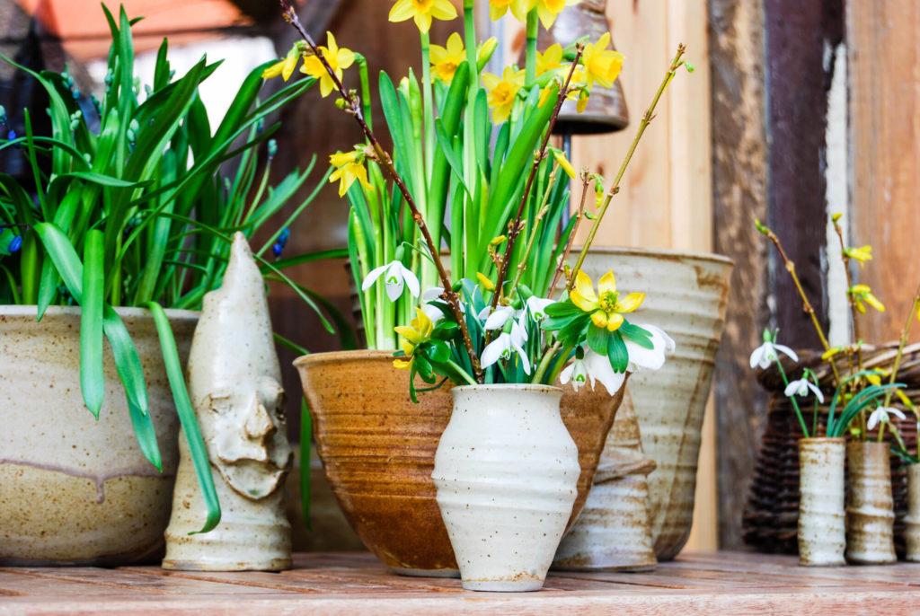 Katarina Petersilge Ton in Ton Keramik handgemacht faire Keramik Blumenvasen und Gartengeister