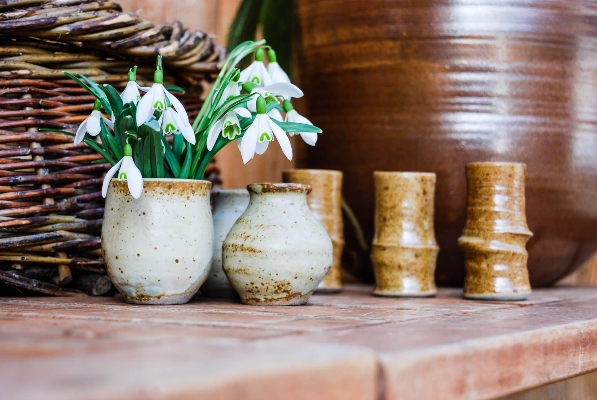 Katarina Petersilge Ton in Ton Keramik handgemacht faire Keramik Blumenvasen