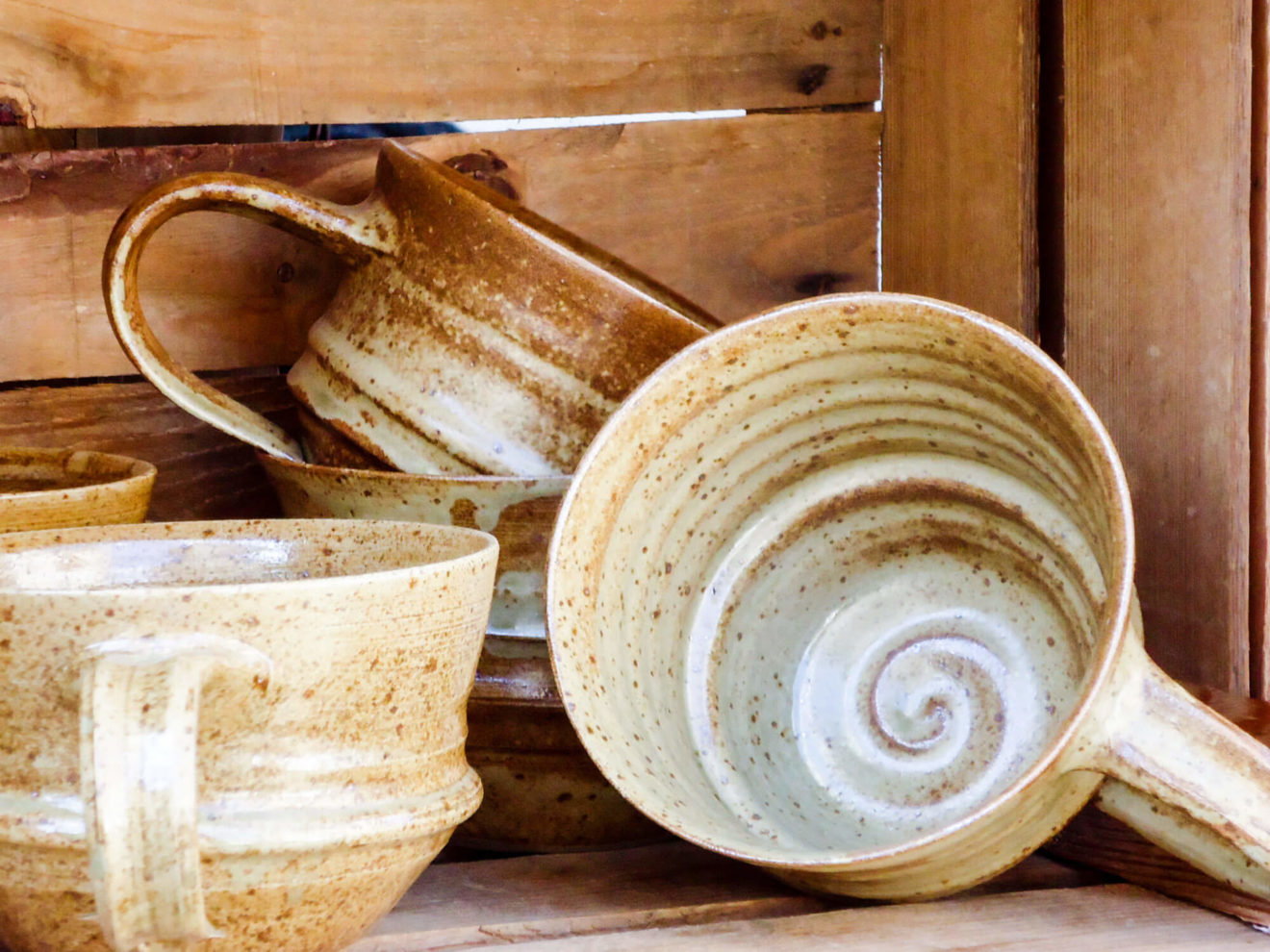 Katarina Petersilge Ton in Ton Keramik handgemacht faire Keramik Tassen