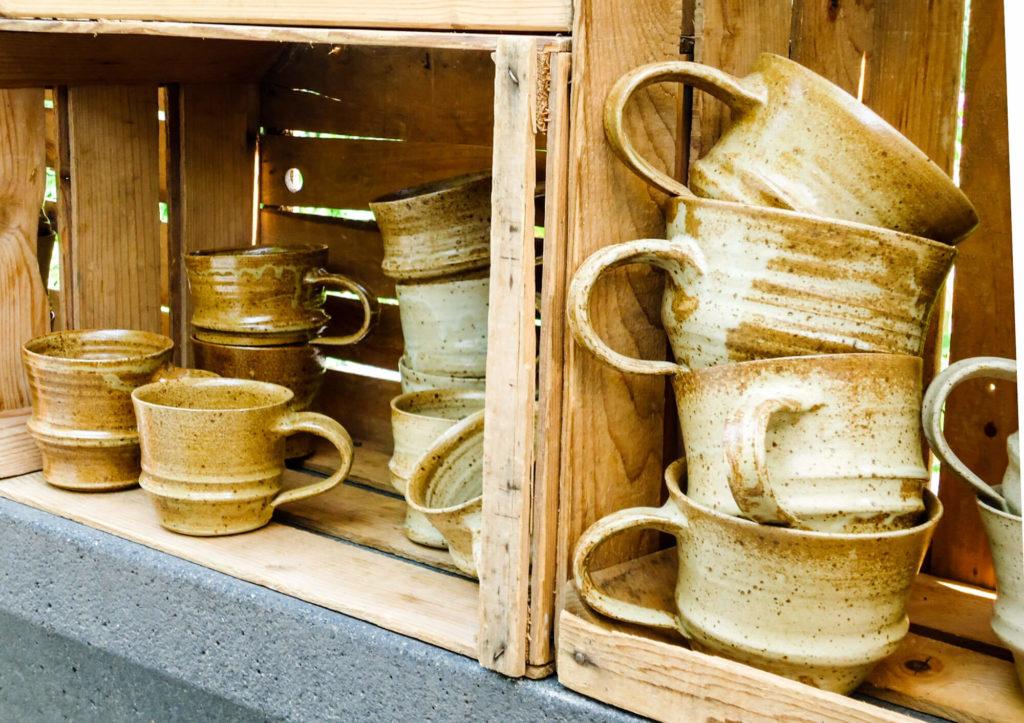Katarina Petersilge Ton in Ton Keramik handgemacht faire Keramik Tassen Stapelbar