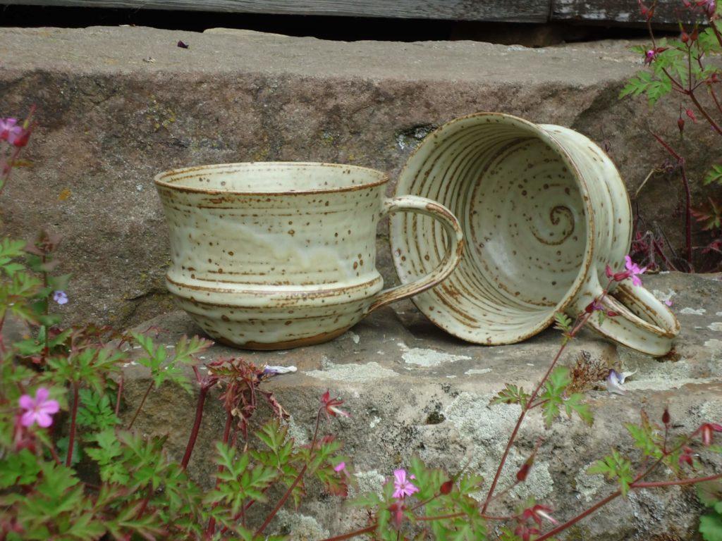 Tassen Keramik Steinzeug Ascheglasur Kassel Töpferei handmade Katarina Petersilge