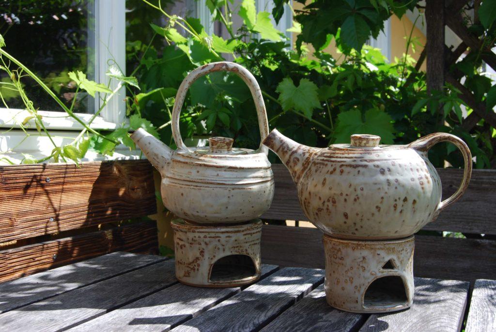 Teekannen mit und ohne Henkel Keramik Kassel