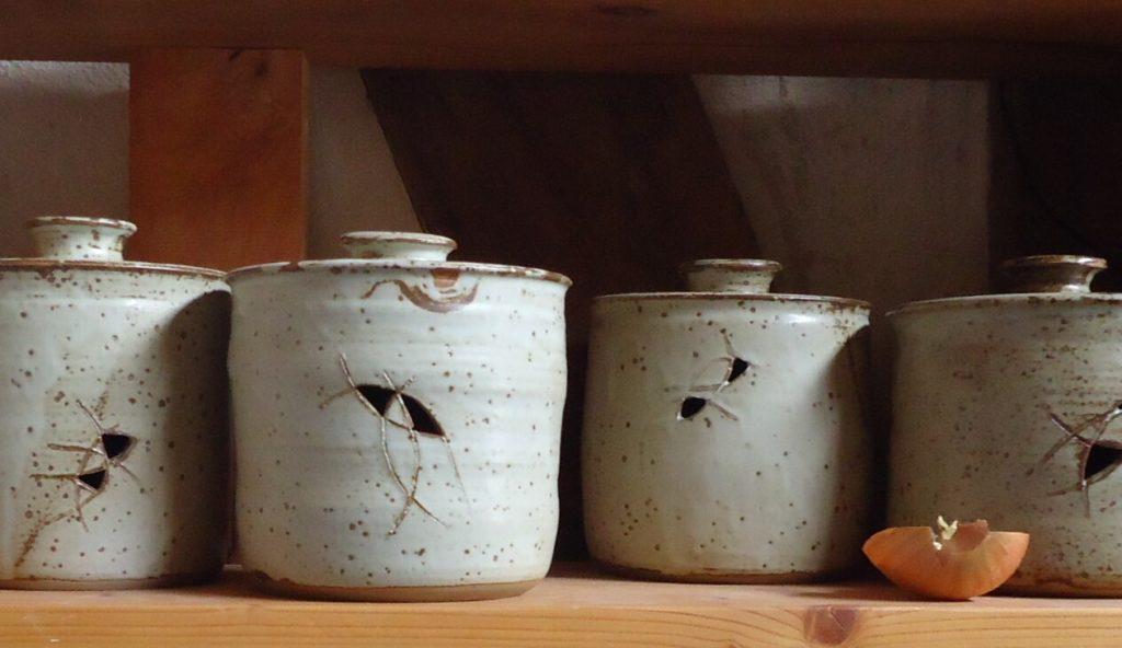Zwiebeltöpfe Keramik mit Ascheglasur Handgedreht Katarina Petersilge